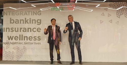 AIA và VPBank ký hợp tác phân phối bảo hiểm độc quyền 15 năm