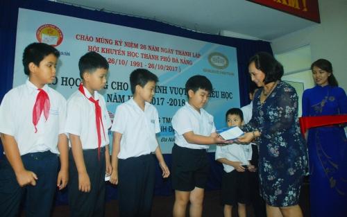 SCB tài trợ 150 suất học bổng cho học sinh nghèo
