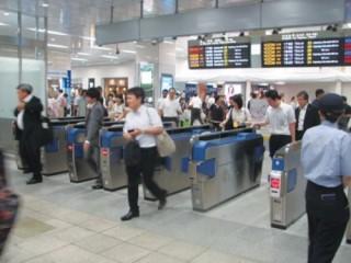 Ngành đường sắt lắp đặt thiết bị soát vé tự động tại một số ga trọng điểm