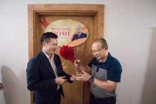 CENLand trao tặng căn hộ The K-Park cho huấn luyện viên Park Hang Seo