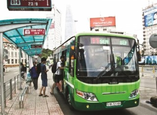 Nhiều tuyến xe buýt ngưng hoạt động vì quá lỗ