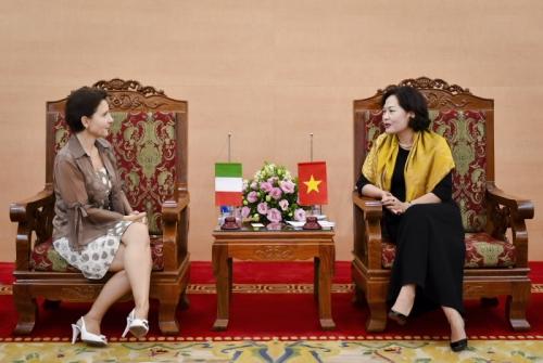 Phó Thống đốc NHNN Nguyễn Thị Hồng tiếp xã giao Đại sứ Italia tại Việt Nam