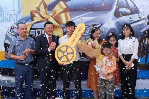 PVcomBank trao tặng xe ô tô cho khách hàng may mắn