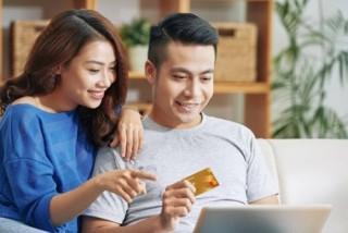 Chủ thẻ Sacombank Mastercard được miễn phí bảo hiểm mua sắm trực tuyến