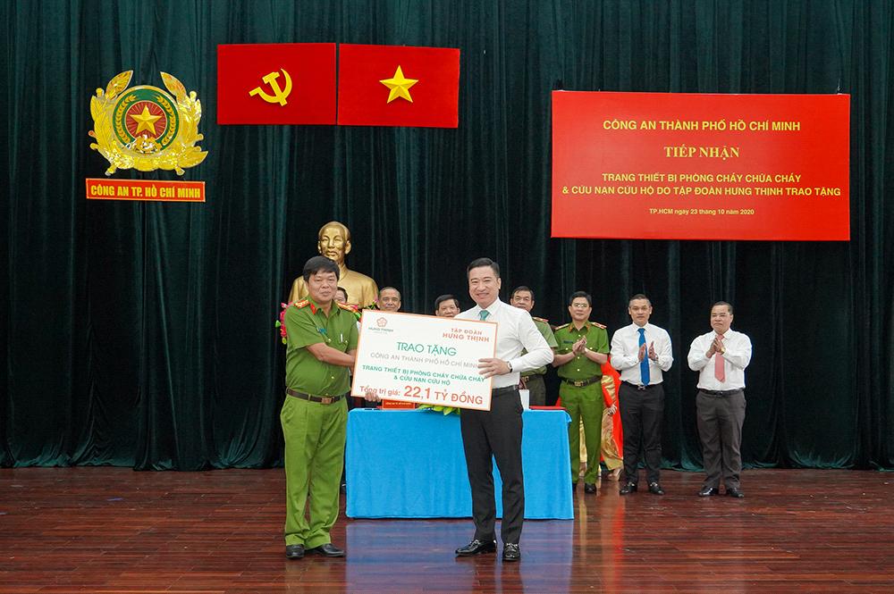 Hưng Thịnh trao tặng gói trang thiết bị trị giá 22,1 tỷ đồng choCông an TP.HCM