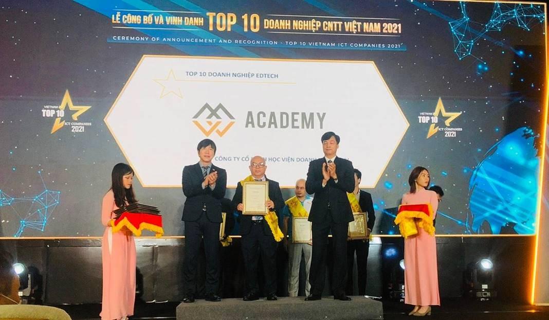 mvv academy nhan giai thuong top 10 doanh nghiep cntt viet nam 2021