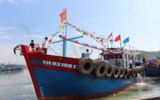 """Thanh Hóa: Thêm 1 tàu """"67"""" vỏ gỗ vươn khơi"""