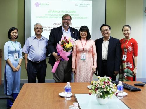 Đại học Đông Á liên kết đào tạo thạc sĩ Quản trị kinh doanh