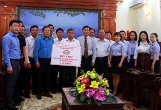 Công đoàn Ngân hàng Việt Nam trao 2 tỷ đồng hỗ trợ đồng bào vùng bão lũ