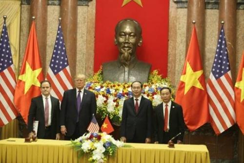 Tập đoàn Hoàng Huy ký hợp đồng nhập xe đầu kéo Mỹ giá trị 1,8 tỷ USD