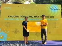 Sun Life Việt Nam tặng máy tập thể dục cho Công viên Tao Đàn