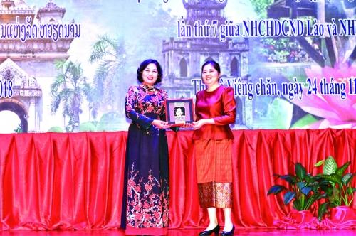 Thắt chặt hợp tác ngân hàng Việt – Lào