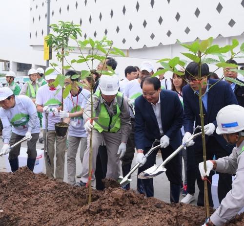 """Hơn 1.000 người tham gia trồng cây """"Cánh rừng quê hương AEON"""""""