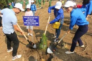 """Trồng 2.000 cây thông nhân Kỷ niệm 60 năm ngày Bác Hồ phát động """"Tết trồng cây"""""""