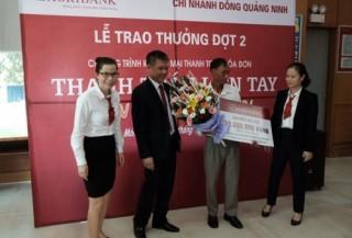 Khách hàng của Agribank Đông Quảng Ninh trúng thưởng khi thanh toán tiền điện