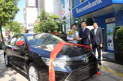 Sacombank trao xe Camry cho khách hàng trúng thưởng
