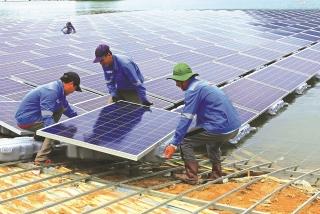 Đổ tiền tỷ lên mặt nước làm điện mặt trời