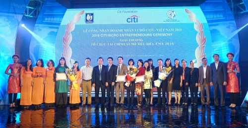 3 tổ chức và 31 cá nhân nhận giải tài chính vi mô tiêu biểu 2016