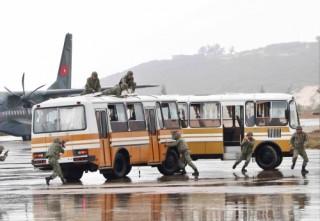Diễn tập tấn công chống khủng bố, giải cứu con tin tại sân bay Cam Ranh