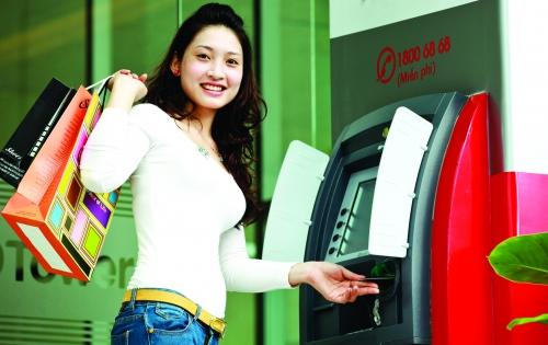 Cuối năm thanh toán thẻ được giảm lãi và phí