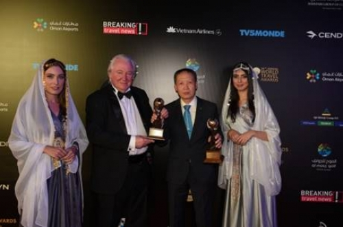 vietnam airlines don nhan 2 giai thuong lon tai world travel awards 2019