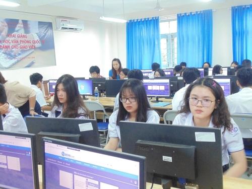 Hỗ trợ giáo dục và hướng nghiệp cho sinh viên