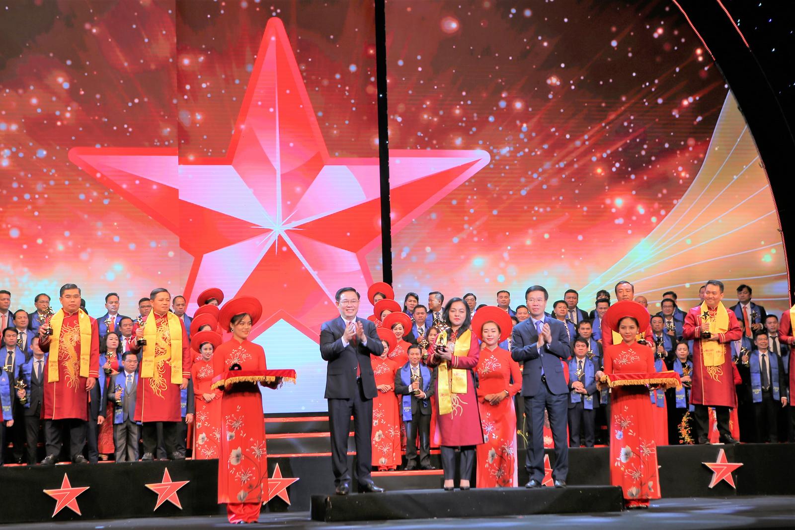 Tổng giám đốc Sacombank nhận giải thưởng Sao Đỏ năm 2019