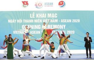 Tưng bừng Ngày hội Thanh niên Việt Nam - ASEAN