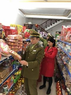 Lạng Sơn: Phát hiện nhiều cửa hàng kinh doanh thực phẩm quá hạn sử dụng