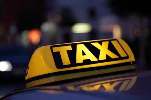 xe taxi duoc lua chon gan hop den tren noc hoac phu hieu tren kinh
