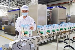 Vinamilk xuất lô sản phẩm sữa hạt và sữa đặc lớn đi Trung Quốc