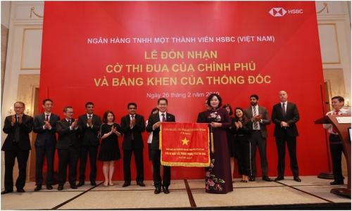 HSBC Việt Nam nhận Cờ thi đua của Chính phủ