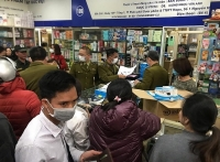 Quản lý thị trường tạm giữ 978 chiếc khẩu trang và 250 gói sản phẩm khử khuẩn trong ngày 21/2