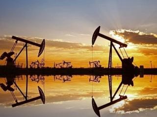 Giá dầu tăng do kỳ vọng dự trữ giảm, nhu cầu cải thiện nhờ gói kích thích mới và triển khai vắc-xin
