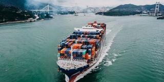 Xuất khẩu cải thiện, xuất siêu gần 2,1 tỷ USD trong tháng đầu năm