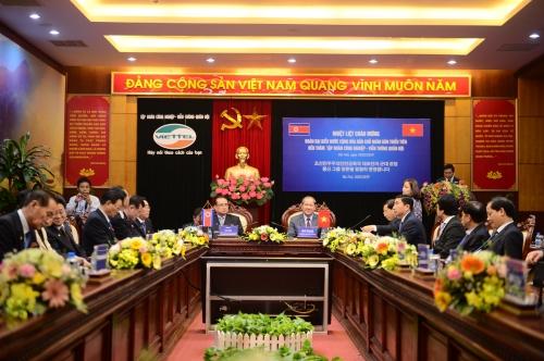 Phái đoàn cấp cao Triều Tiên thăm tổ hợp nghiên cứu của Viettel