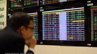 Chứng khoán tuần qua: VN-Index dao động biên độ hẹp, nhà đầu tư cần cẩn trọng trước áp lực Covid-19 bùng phát tại Hà Nội