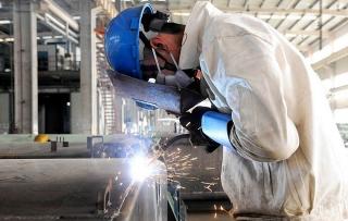 Sản xuất công nghiệp của Trung Quốc tăng tốc