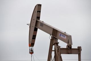 Giá dầu giảm khi cuộc khủng hoảng vắc-xin tại châu Âu đe dọa nhu cầu