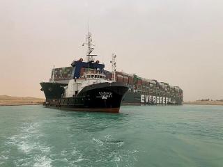 Giá dầu phục hồi do lo ngại Kênh đào Suez có thể tắc nghẽn nhiều tuần