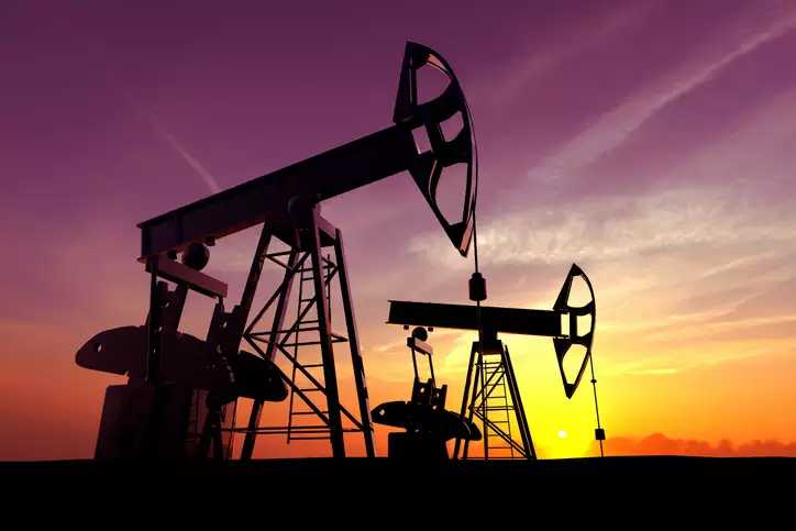 Giá dầu lao dốc trước cuộc họp sản lượng của OPEC+