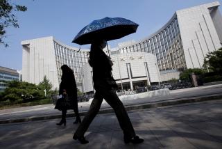 PBOC cảnh báo rủi ro tài chính, tiềm ẩn các vụ vỡ nợ