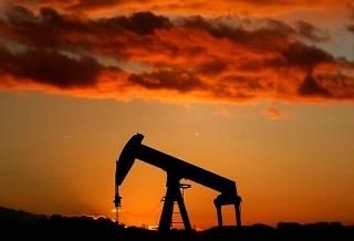 Giá dầu tăng khi triển vọng kinh tế cải thiện và dự trữ của Mỹ sụt giảm