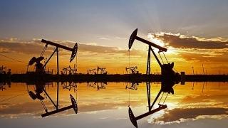 Giá dầu tăng do căng thẳng ở Trung Đông, dự trữ có khả năng giảm