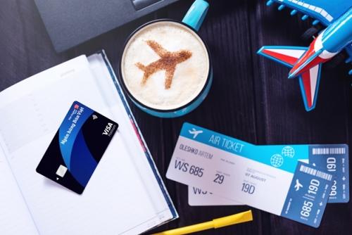Dùng thẻ tín dụng Visa Bản Việt tích điểm dặm bay