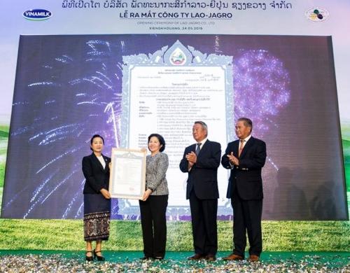 """Vinamilk đầu tư 120 triệu USD xây dựng tổ hợp """"resort"""" bò sữa organic tại Lào"""