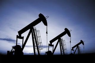 Giá dầu giảm do các biện pháp hạn chế COVID-19 ở châu Á làm dấy lên lo ngại về nhu cầu nhiên liệu