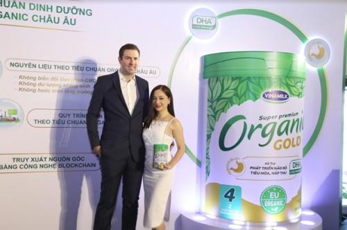 Vinamilk ra mắt sữa công thức trẻ em chuẩn Organic châu Âu