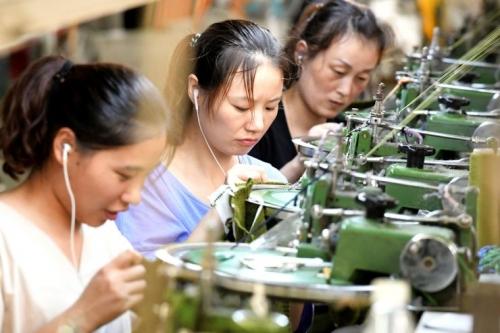 Sản lượng công nghiệp của Trung Quốc xuống thấp nhất 17 năm