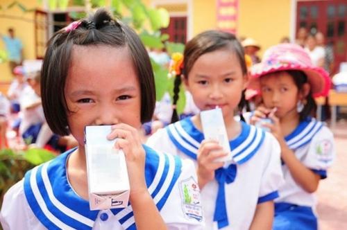 TP.HCM: Thí điểm chương trình sữa học đường tại 10 quận, huyện